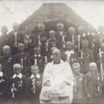 Ks. Wysocki z chłopcami pierwszokomunijnymi - lata 20-30 XX w. Apa.