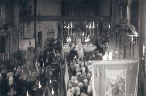 Wnętrze kościoła sprzed remontu w 1968 roku - widok z chóru. Apa.