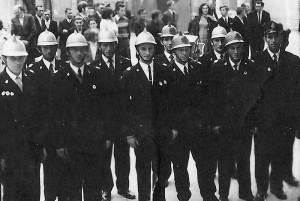 Nawiedzenie kopii obrazu w 1973 r. - delegacja OSP Bebelno. Apa.