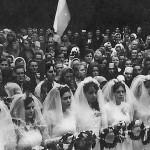 Nawiedzenie kopii obrazu w 1973 r. - uroczysta Msza Św. - uczestnicy. Apa.