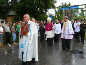 Peregrynacja kopii obrazu NMP w 2008 r. - procesja obrazu do kościoła.  Foto W. Cichecki.