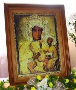 Kopia obrazu wędrująca po domach parafii w latach 2008-2010. Foto W. Cichecki.