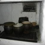 Wiejska chata z okresu międzywojennego - kuchnia. Muzeum Wsi Kieleckiej, Park Etnograficzny w Tokarni [2008 r.]. Foto W. Cichecki.