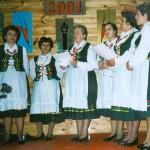 Bebelanki podczas występu w Domu Strażaka w Bebelnie [2001 r.]. Ap.
