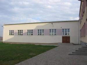 Sala gimnastyczna przy szkole w Bebelnie [2005 r.]. Foto W. Cichecki.