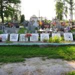 Mogiły poległych żołnierzy AL pod Ludwinowem w 1943 r. na cmentarzu w Koniecznie [2007 r.]. Foto W. Cichecki.