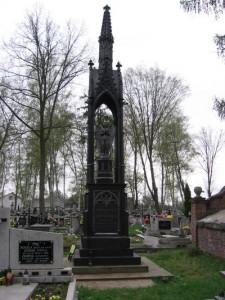 Odrestaurowany nagrobek Józefa Makólskiego na cmentarzu w Dzierzgowie [kwiecień 2006 r.]. Foto W. Cichecki.