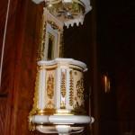 Wnętrze kościoła - ambona [2008 r.]. Foto W. Cichecki.