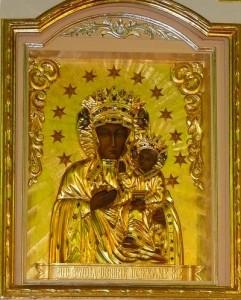 Wnętrze kościoła - obraz NMP (w sukience) w ołtarzu głównym po renowacji w2008 r. Foto W. Cichecki.