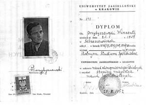 Dyplom ukończenia studiów Wincentego Przybyszewskiego. T. Natkowska, Monografia Szkoły Powszechnej w Bebelnie w latach 1919-1939, Kielce 1996, s. 59.