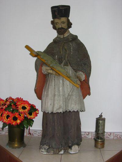 Figura św. Jana Nepomucena w bebelskiej kapliczce [2007 r.]. Foto W. Cichecki.