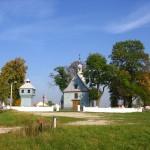 Kościół i dzwonnica od strony zachodniej [2008 r.]. Foto W. Cichecki.
