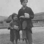 Wiejskie dzieci z okresu międzywojennego [1920-1939]. Narodowe Archiwum Cyfrowe.