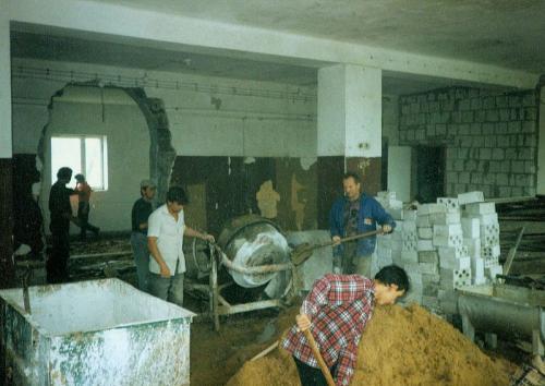 Rozbudowa budynku zlewni mleka - prace wewnątrz. Ap.