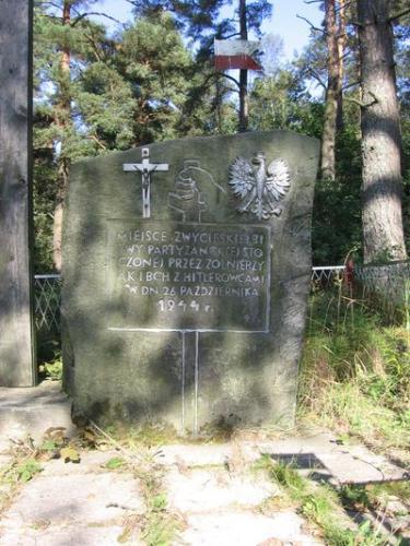 Pomnik upamiętniający bitwę pod Krzepinem w 1944 r. [2005 r.]. Foto W. Cichecki.