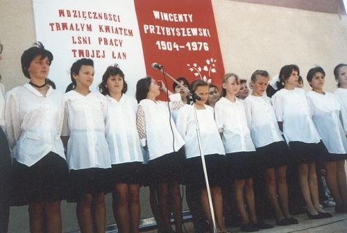 Uroczystość nadania imienia W. Przybyszewskiego szkole w Bebelnie - uroczysta akademia. Ap.