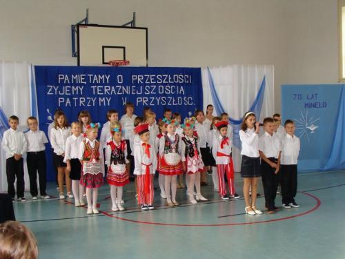 Uroczystości z okazji 70-lecia szkoły w Bebelnie - akademia [2008 r.]. Ap.
