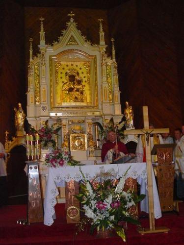 Wnętrze kościoła - widok na prezbiterium [2008 r.]. Foto W. Cichecki.