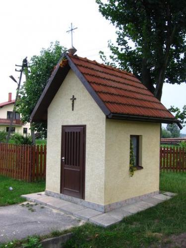 Kapliczka na bebelskim Zastawiu [2007 r.]. Foto W. Cichecki.
