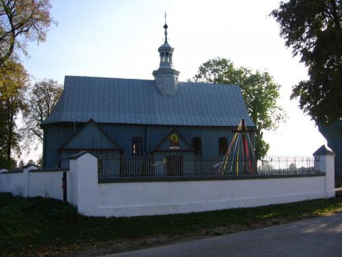 Widok na kościół od strony północnej [2008 r.]. Foto W. Cichecki.