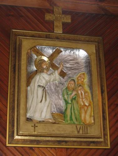 Wnętrze kościoła - jedna ze stacji drogi krzyżowej [2006 r.]. Foto W.Cichecki.