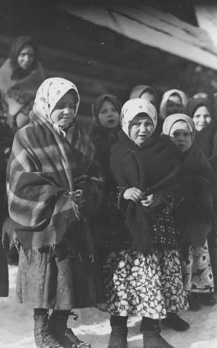 Wiejskie dzieci z okresu międzywojennego [1918-1939]. Narodowe Archiwum Cyfrowe.